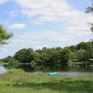 Le Lac de Bouzey : ieu de nombreuses activités sportives, bien aménagé, petits et grands apprécieront les charmes de ce lieu.